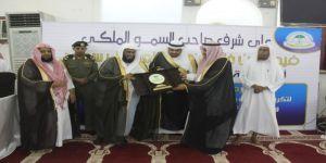 الشيخ عبدالعزيز الصوينع يتبرع للحافظين والحافظات المكرًمين