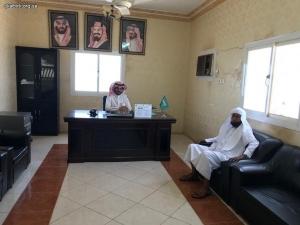 مدير إدارة المساجد والدعوة والإرشاد بمحافظة البرك يستقبل رئيس الجمعية